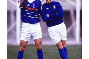 One Picture. Two Legends. #football #soccer #juventus #realmadrid #france #italy #italia