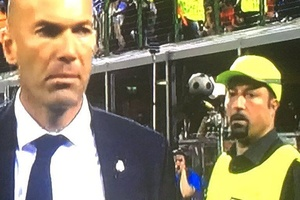 SPOTTED: Rafa Benitez still trying to manage Real Madrid.