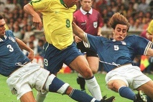 Maldini and Cannavaro against Ronaldo... Great shot. #football #soccer #brasil #brazil #italy #itali