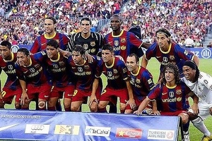 Ronaldinho. The only man who would be asked onto another teams photo... #football #soccer #barcelona
