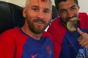 Messi and Suarez with the Halloween jokes... #football #soccer #barca #barcelona #messi #suarez #lal