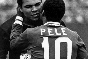 When the two greatest met.. #football #soccer #pele #ali #brasil #brazil