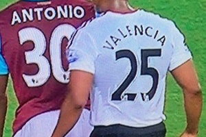 Perfect timing... #football #soccer #premierleague #westham #manchesterunited #manchester #uptonpark