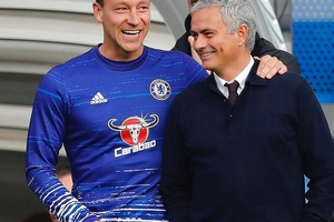 The reunion.... #football #soccer #chelsea #cfc #terry #mourinho #mufc #ggmu