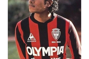 The original football hipster. Michael Jackson wearing an OGC Nice kit in 1983. #football #soccer #m