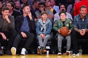 Front row of the Lakers. #football #soccer #beckham #keane #gerrard