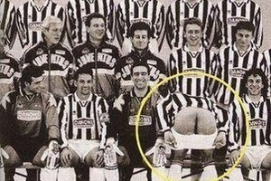 Fact: Vialli didn't like team photos... #football #soccer #seriea #juventus #juve #vialli